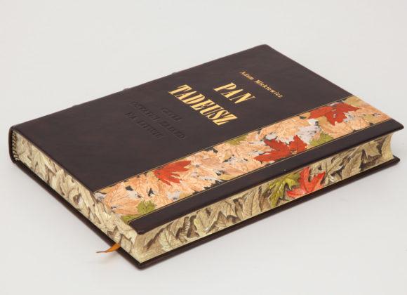 Ekskluzywne wydanie książki Mickiewicza Adama, Pan Tadeusz w oprawie piórkowej